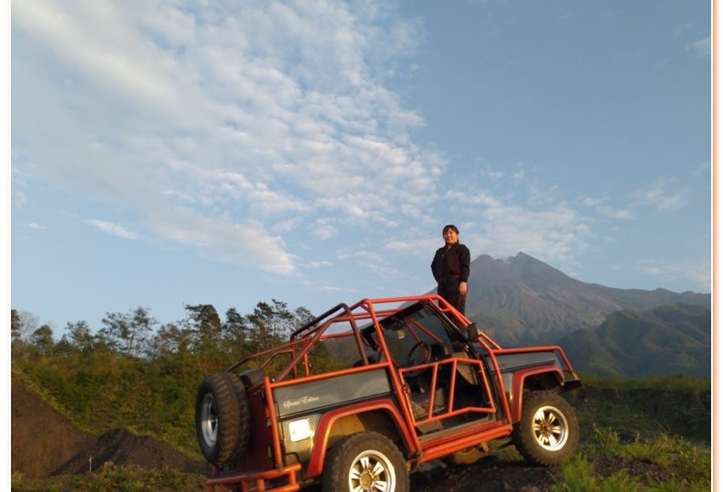Enjoy the beautiful sunrise on the slopes of Mount Merapi by using willy's