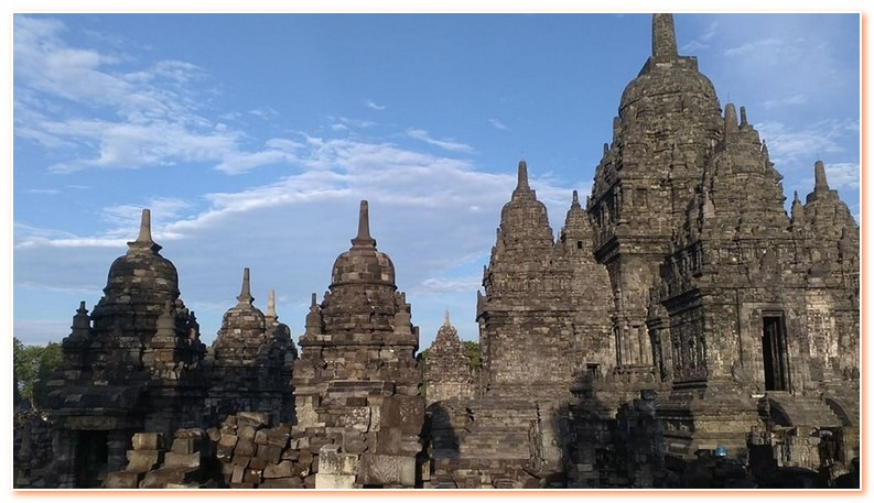 800 metres north of the Hindu Prambanan Temple is the Candi Sewu complex. It is the second largest Buddhist temple in Java.