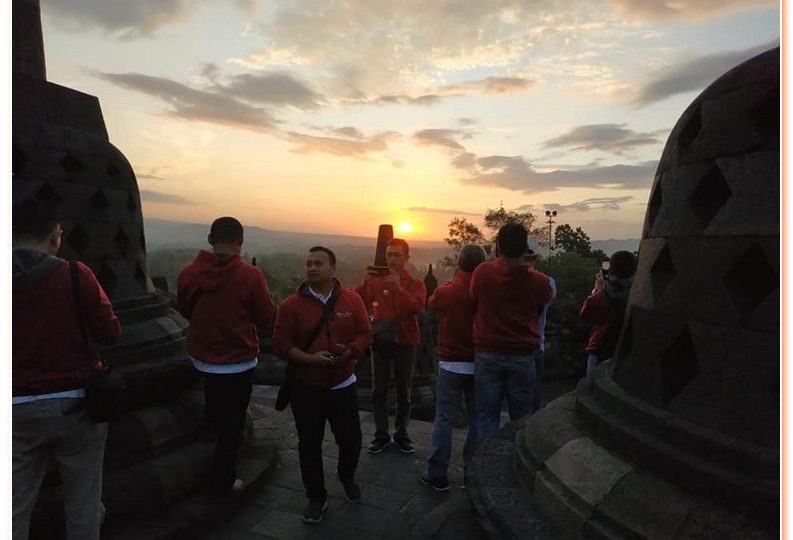 Borobudur Sunrise Tour is a private tour package designed to see the amazing view of sunrise