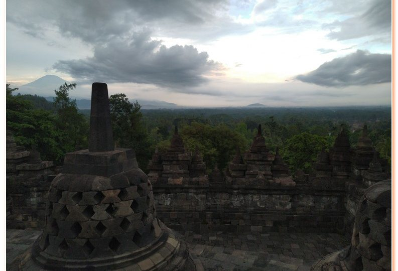 Borobudur sunrise tour is the most popular tour package in Yogyakarta. Join with us and make your travelling better.