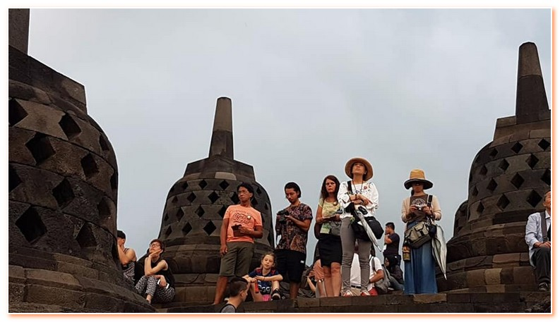Borobudur Sunrise Tour is a private tour package designed to see the amazing view of sunrise at Borobudur Temple
