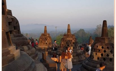 daily tour to see sunrise at Borobudur combined with Prambanan,Jogjakarta City tour