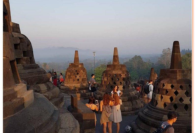 daily tour to see sunrise at Borobudur combined with Prambanan,Jogjakarta City tour